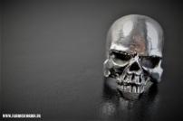 Bague massive crâne